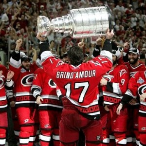 Hurricanes' Rod Brind'Amour hoists '06 Cup