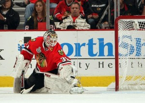 Blackhawks' netminder Antti Niemi makes one of his 29 saves in G2 v. Flyers